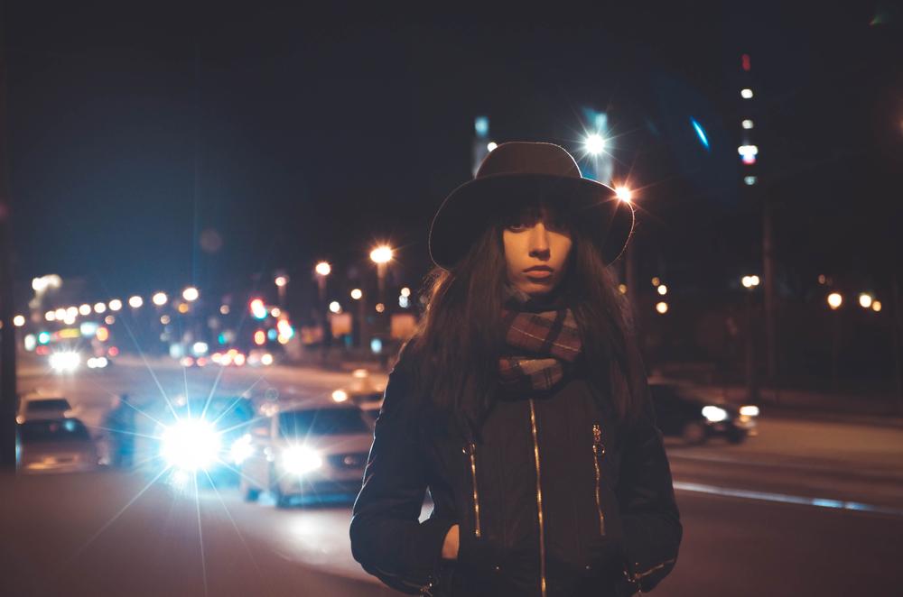 7 เทคนิคการถ่ายภาพ Portrait ตอนกลางคืน สำหรับมือใหม่ ที่สามารถทำตามได้อย่างง่าย ๆ