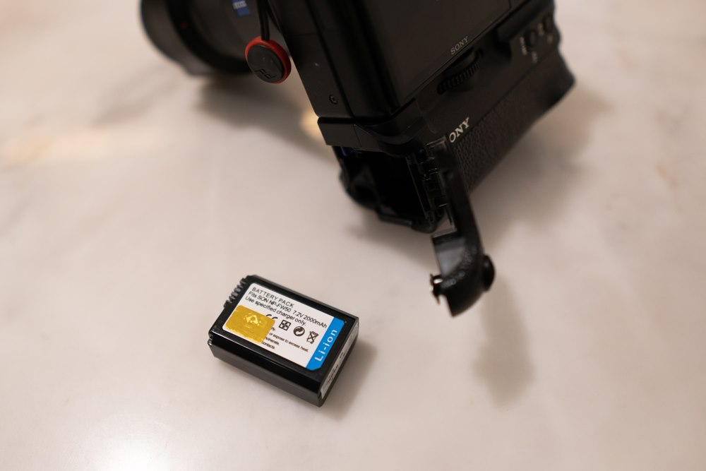 รีวิวเเบตเตอรี่กล้อง SPA NP-FW50 สำหรับกล้อง SONY Mirrorless ปกติแล้วแบตเตอรี่กล้องที่เราใช้ก็จะเป็นของแบรนด์ค่าย ซึ่งแน่นอนว่าใช้ได้ดี
