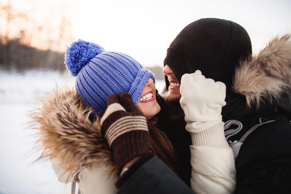 35 ท่าโพสคู่ สำหรับไปท่องเที่ยวกับแฟนให้ดูอบอุ่น ท้าลมหนาว ถ่ายยังไงก็สวย