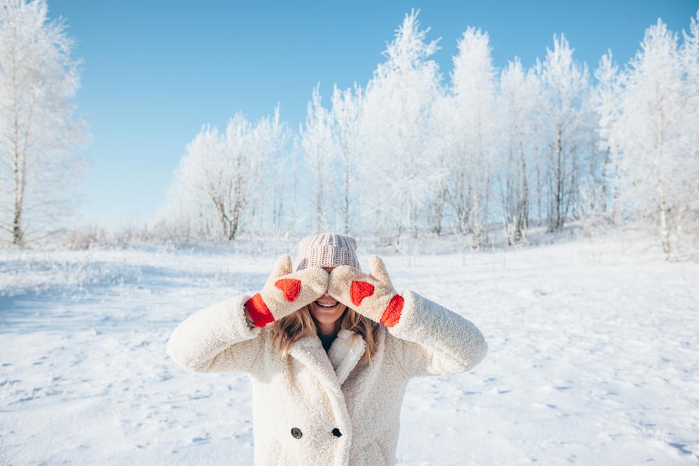 30 ไอเดียโพสท่าสวยท่องเที่ยวต่างประเทศ ถ่ายรูปกับหิมะสำหรับผู้หญิง
