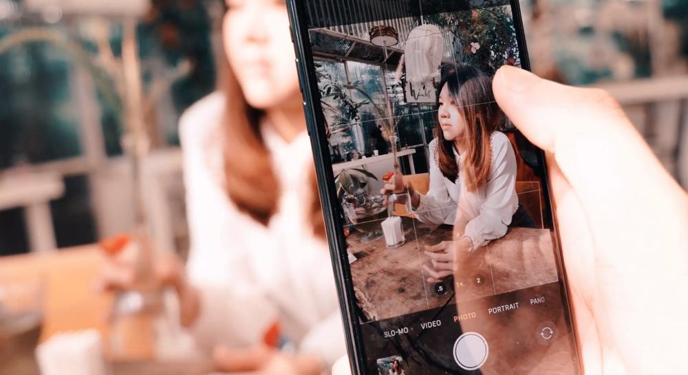 5 เทคนิคถ่ายภาพ Portrait ในร้านกาแฟให้สวยด้วยมือถือ iPhone 11 Pro Max