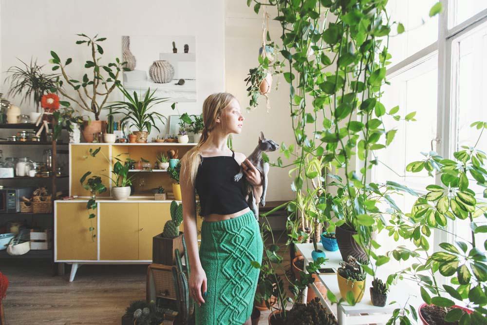 12 ไอเดียโพสท่าถ่ายภาพในบ้าน เปลี่ยนบ้านให้เป็นสตูดิโอโดยใช้ไม้ประดับ