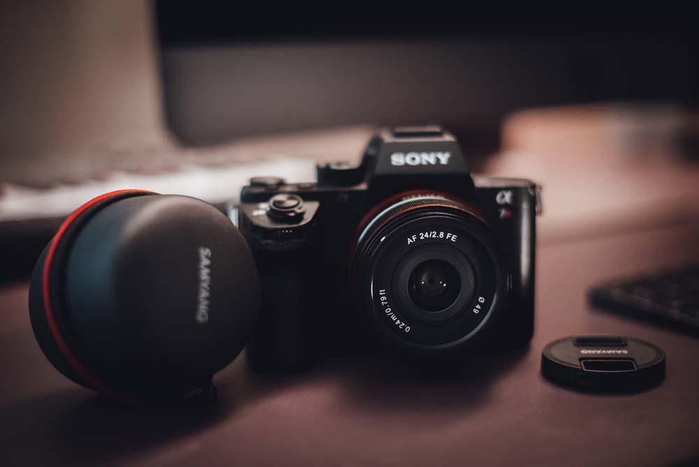 รีวิวจุดเด่นเลนส์ Samyang 24mm F2.8 FE สำหรับการถ่ายวิดีโอ ในงบประหยัด ได้งานดี ลงทุนคุ้มค่า